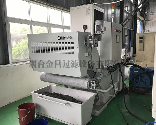 Gear grinding machine filtration system